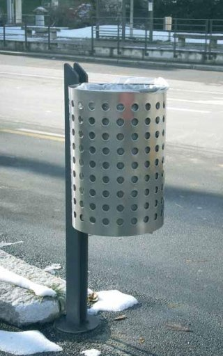 Clean wastebasket